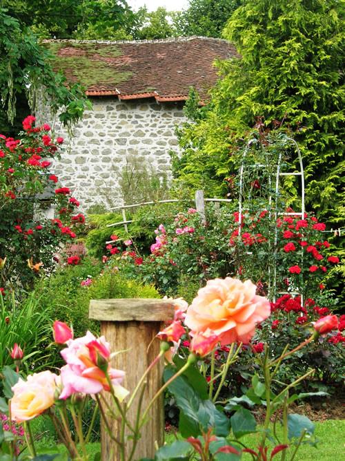 Le jardin de roncerose au puy du chalard office de for Au bout du jardin